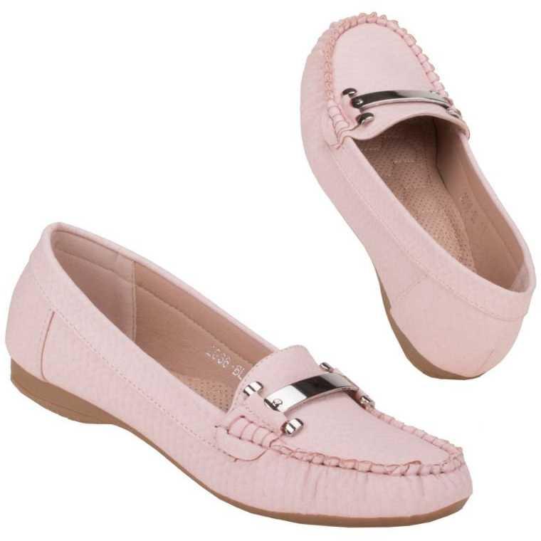 Mocasini confortabili, de culoare roz, decorati cu un accesoriu lucios